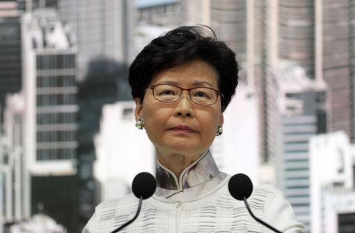 Demonstranten fordern Rücktritt von Regierungschefin Lam