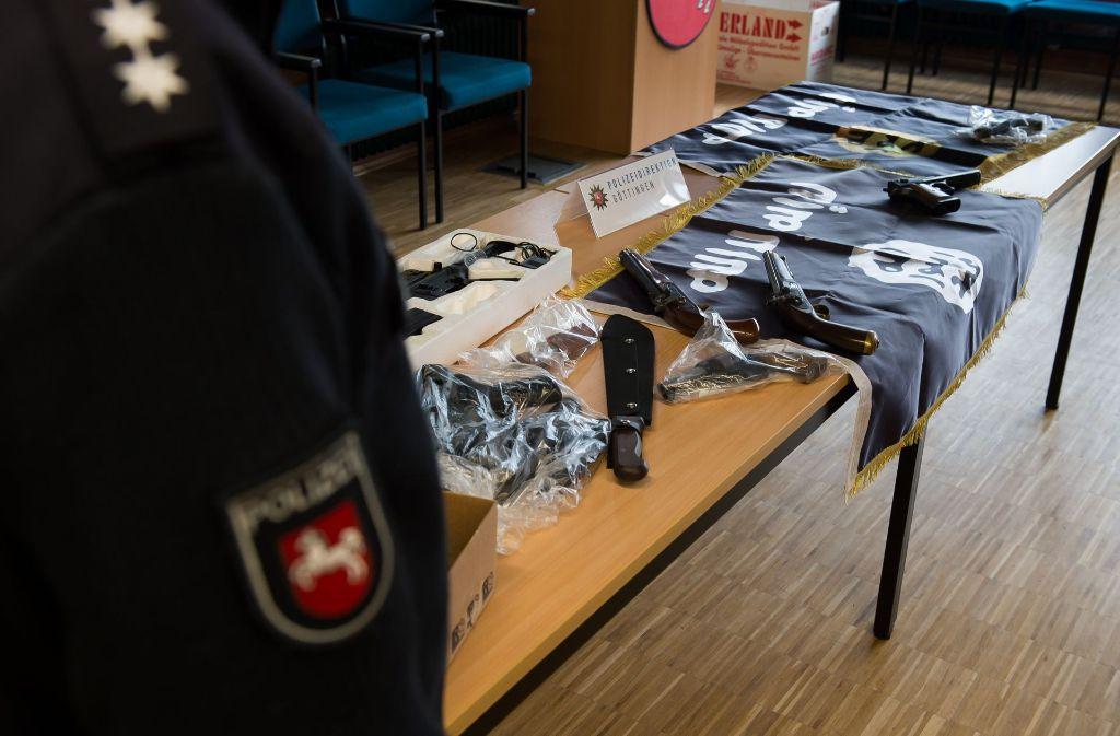 Die Polizei hat im Zusammenhang mit einem möglicherweise bevorstehenden Terror-Anschlag Anfang februar 2017 zwei sogenannte Gefährder aus der Salafistenszene in Göttingen festgenommen. Diese dürfen nun abgeschoben werden. Foto: dpa