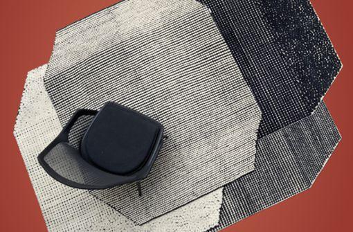 Knotenstar: Mit Teppich Semis zeigen die Brüder Ronan und Erwan Bouroullec die Besonderheit der tibetischen Knotenkunst. Die Schwarz-Weiß-Muster, einmal mit kleinen Punkten, einmal in einer etwas größeren Variante, als Negativ oder Positiv, erzeugen spannende optische Effekte, ab ca. 1.765 Euro – Danskina.
