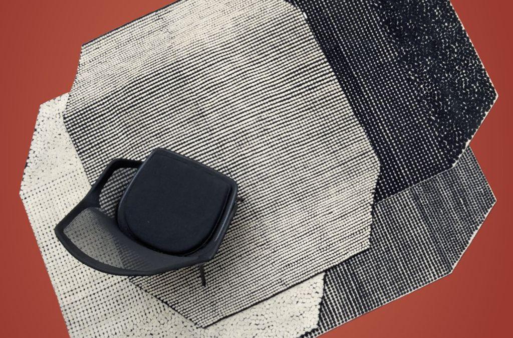 Knotenstar: Mit Teppich Semis zeigen die Brüder Ronan und Erwan Bouroullec die Besonderheit der tibetischen Knotenkunst. Die Schwarz-Weiß-Muster, einmal mit kleinen Punkten, einmal in einer etwas größeren Variante, als Negativ oder Positiv, erzeugen spannende optische Effekte, ab ca. 1.765 Euro – Danskina. Foto: Danskina