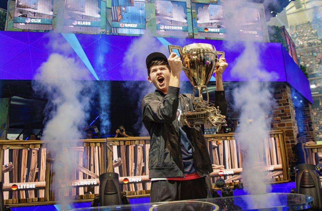 """Kyle """"Bugha"""" Giersdorf  aus den USA hat kürzlich das Einzelfinale der ersten Fortnite-WM gewonnen. Der 16-Jährige kassierte ein Preisgeld von drei Millionen Dollar (2,7 Millionen Euro). Foto: AP"""
