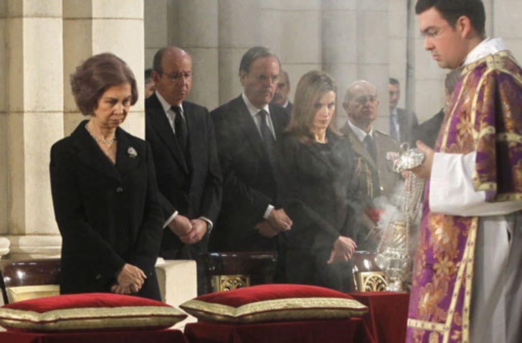 Vereint im Gedenken an die Toten vom 11. März 2004: Königin Sofía und Kronprinzessin Letizia in der Almudena-Kathedrale in Madrid. Foto: dpa