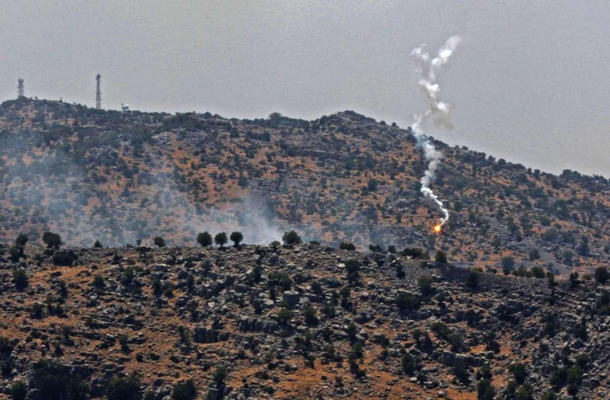 Nach Angaben der israelischen Armee hat die Hisbollah 19 Raketen abgefeuert. Foto: AFP/MAHMOUD ZAYYAT