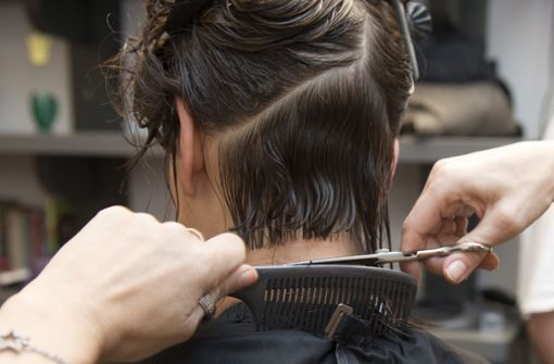 Papst warnt Friseure und Kosmetikerinnen vor Klatsch-Sucht