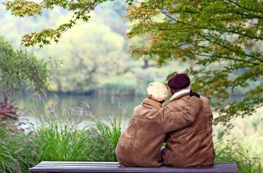 Eine erfüllende Partnerschaft bis ins Alter: Das wünschen sich viele. Foto: dpa/Patrick Pleul