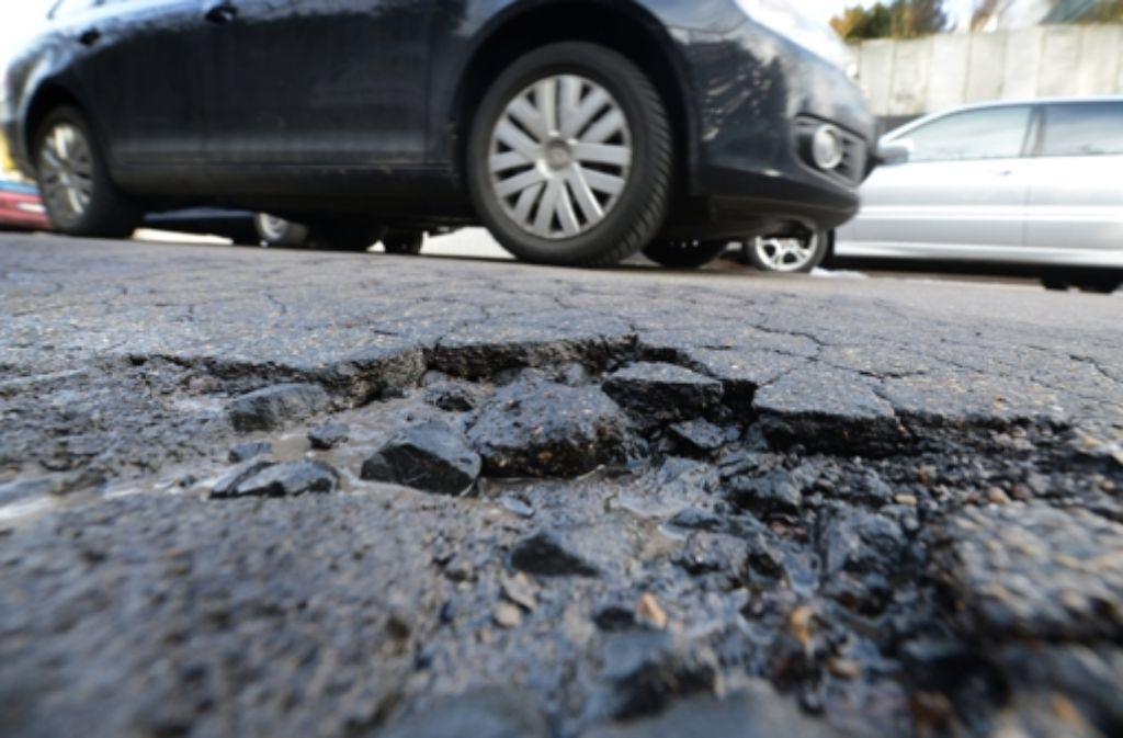 Einige Straßen in Stuttgart  sind marode. Foto: dpa