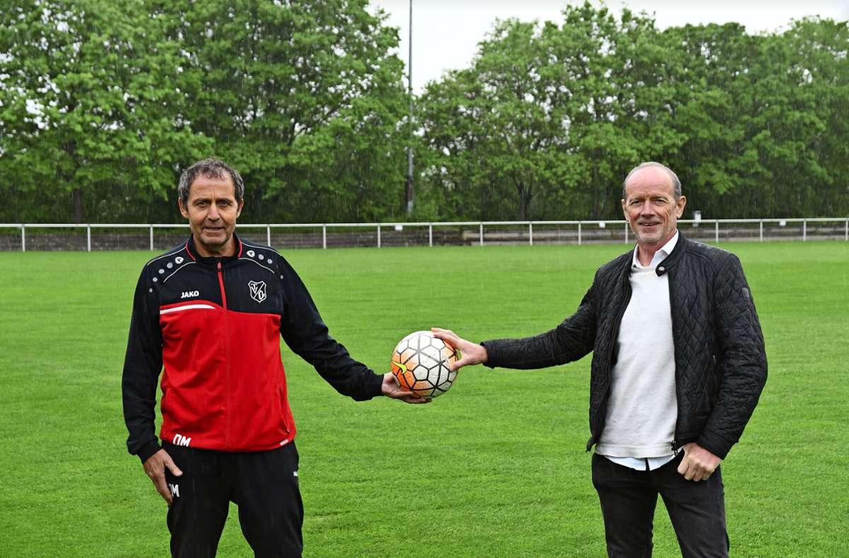Siegfried Mager (links) und Roland Steinmetz im Sami-Khedira-Stadion – bei ihrem Karrierestart gab es weder das Stadion des TV Oeffingen noch Sami Khedira. Foto: Maximilian Hamm