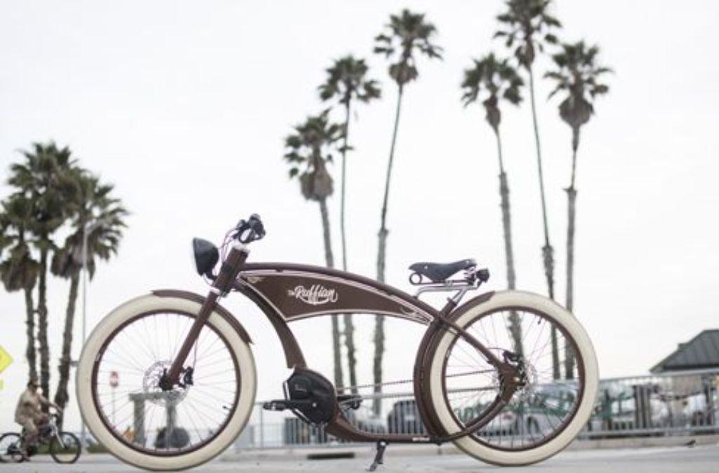 Vor allem an den Stränden von Kalifornien sieht man die coolen Eyecatcher in quietschbuntem Design gekonnt die Promenade entlang flitzen. Foto: Martin Holzner