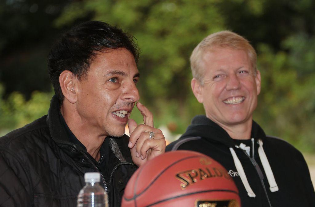 Gute Laune zum Saisonstart der Ludwigsburger Basketballer: Vorsitzender Alexander Reil und Trainer John Patrick. Foto: Baumann