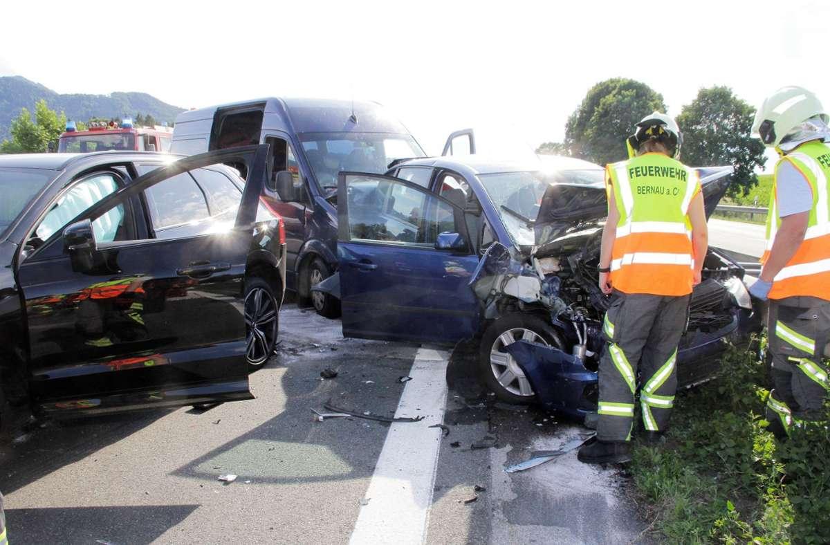 Bei dem Unfall wurden zwölf Menschen verletzt, darunter drei Kinder. Foto: dpa/Josef Reisner