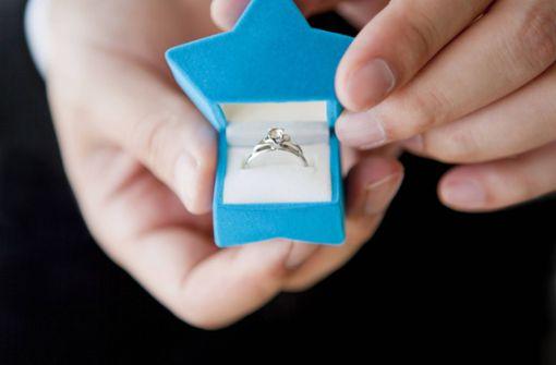 Festgenommener Mann macht Heiratsantrag vor den Augen der Polizei