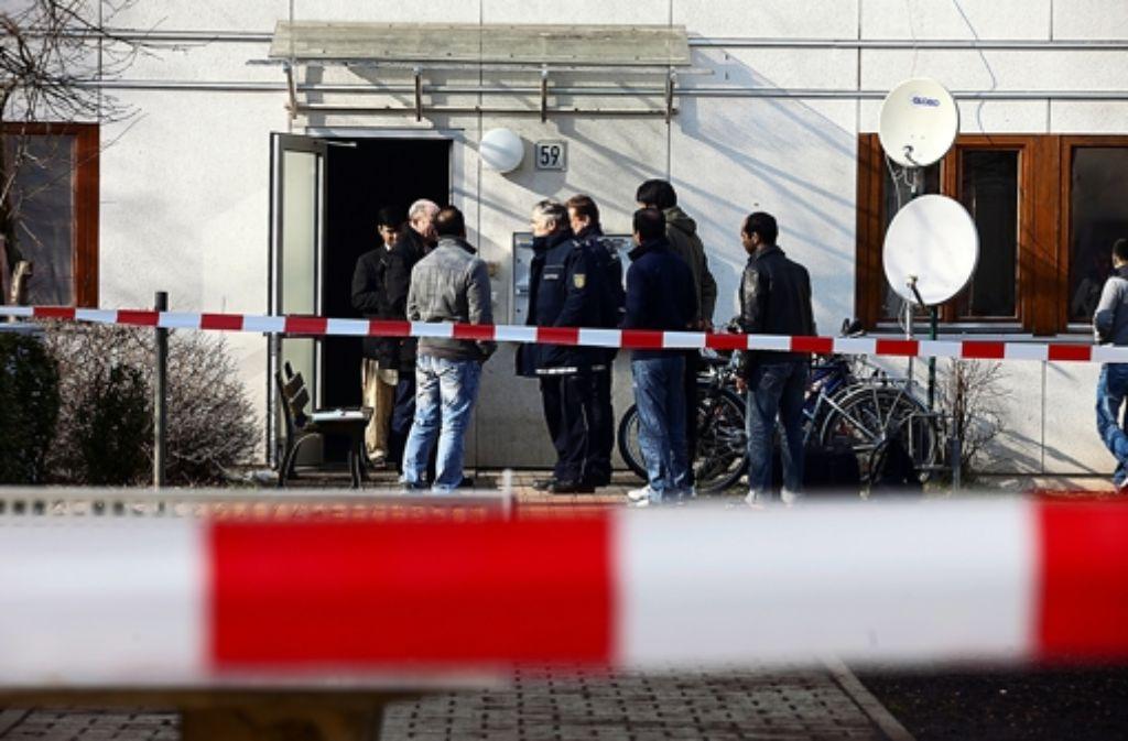 Ein 22-jähriger Bewohner des Asylbewerberheims in Kirchheim ist am 14. März bei einer Messerstecherei getötet worden. Rechtsorientierte Aktivisten nehmen die Tat zum Anlass, unter den Anwohnern Angst vor Ausländerkriminalität zu schüren. Foto: Horst Rudel