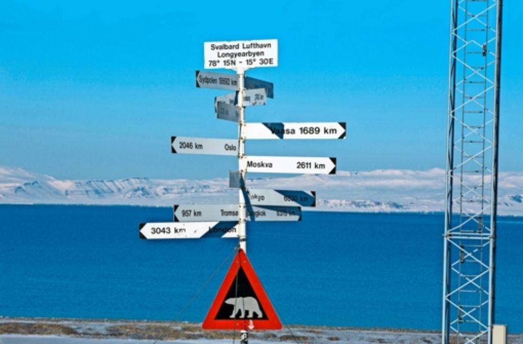Abgeschieden in der Arktis: der Flughafen von Longyearbyen auf Spitzbergen Foto: dpa