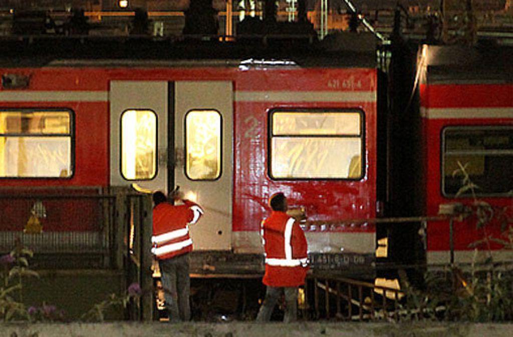 Am Dienstagmorgen ist eine S-Bahn nahe des Stuttgarter Hauptbahnhofs entgleist. Foto: Beytekin