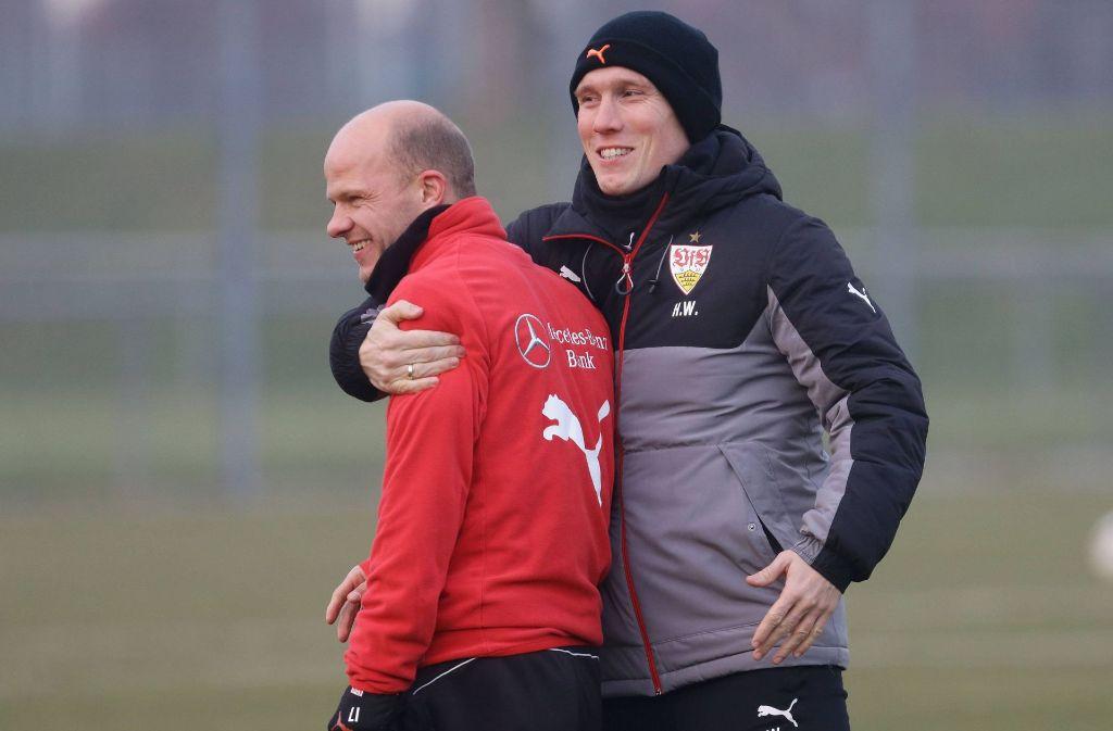 VfB-Trainer Hannes Wolf (re.) freut sich über die Rückkehr von Tobias Werner Foto: Baumann