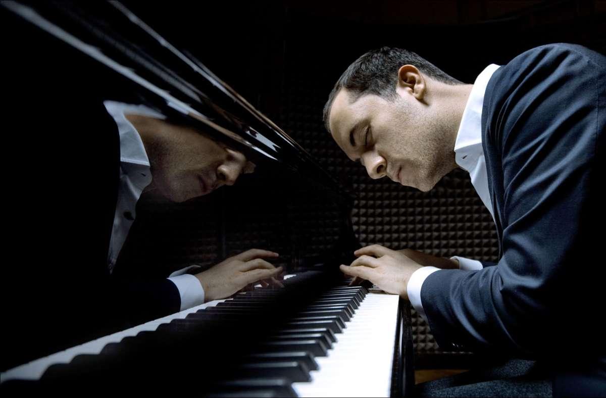 Der Pianist Igor Levit hat in Zeiten des Lockdowns jeden Abend die Interpretation einer Beethoven-Sonate abgefilmt und gestreamt: eine Initiative, die  auch ihm, dem Bühnenmenschen,  selbst wohltat. Foto: Felix Brode/Sony