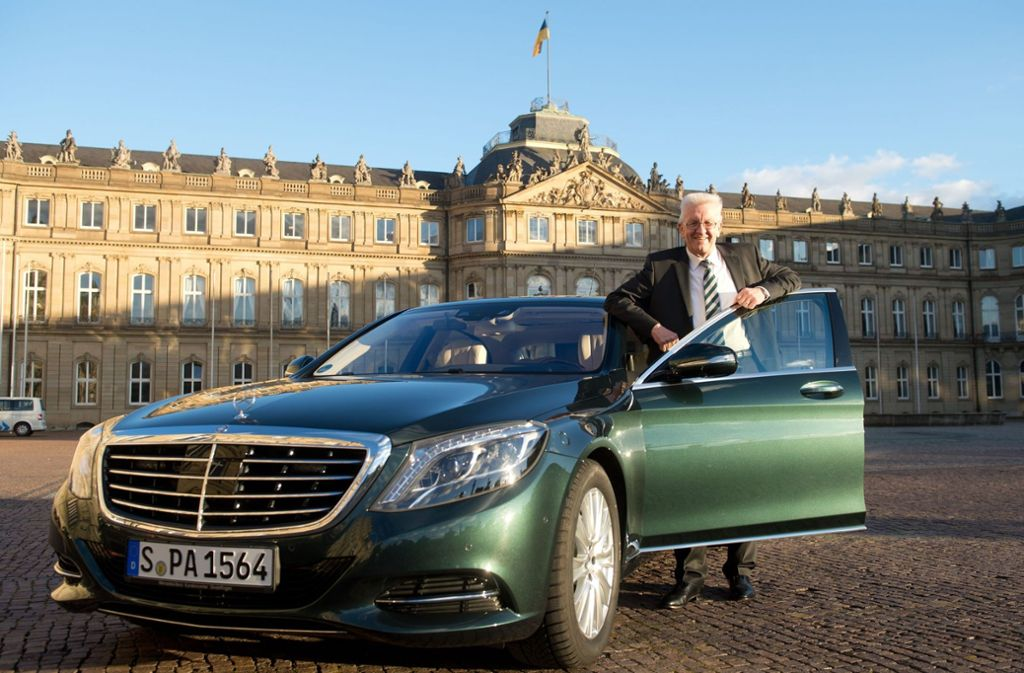 Kretschmann und sein Dienstwagen – nicht gerade eine Liebesbeziehung. Foto: dpa