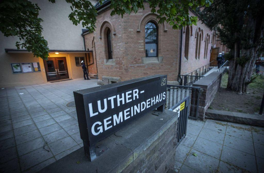 Die Lutherkirche in Bad Cannstatt wurde am Mittwochabend geräumt. Foto: 7aktuell.de/Simon Adomat