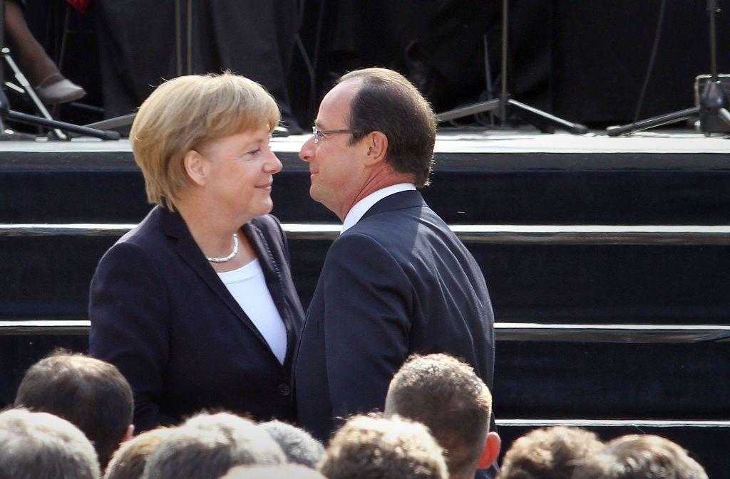 Junge Beziehung: Als sich Angela Merkel und François Hollande  2012 in Ludwigsburg trafen, war der französische Ministerpräsident erst wenige Monate im Amt. Foto: