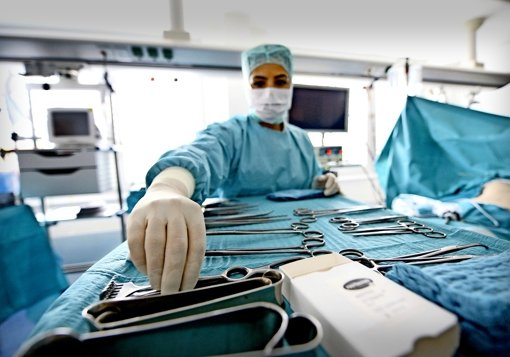 """""""Patienten stimmen mit den Füßen ab"""", sagt Landrat Reumann. Auch bei Operationen müsse man deshalb mit Qualität punkten. Foto: dpa"""