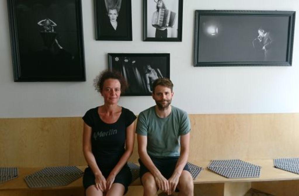 Haben Schmutzki zwischen sich: Annette Loers und Arne Hübner vom Merlin freuen sich auf die Klinke. Foto: Björn Springorum