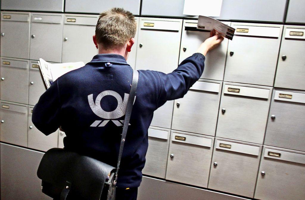 Bürger wollen sichergehen, dass die  Briefträger zuverlässig  Post austragen. Foto: dpa