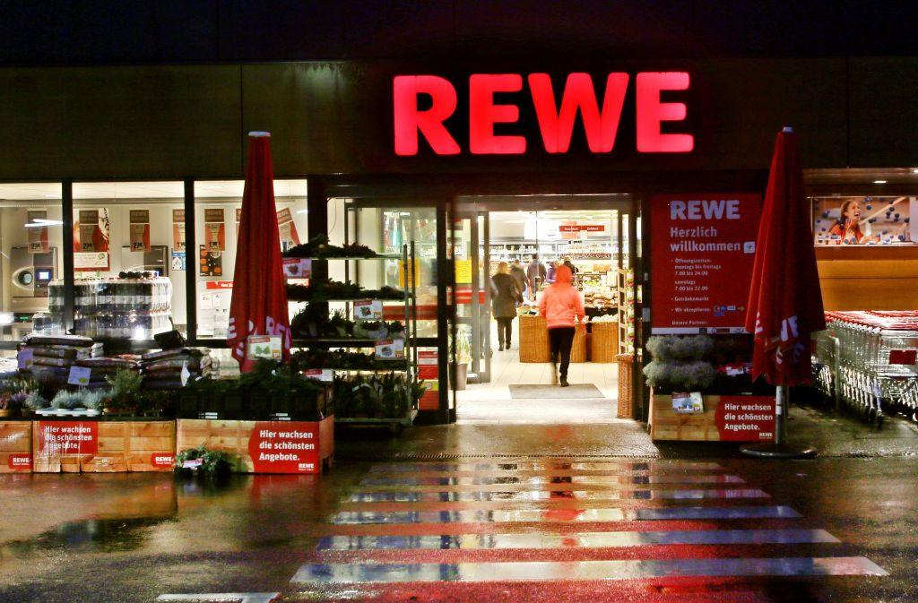 In einem Rewe-Supermarkt in Ostfildern-Nellingen hat ein Mann randaliert (Symbolbild). Foto: dpa