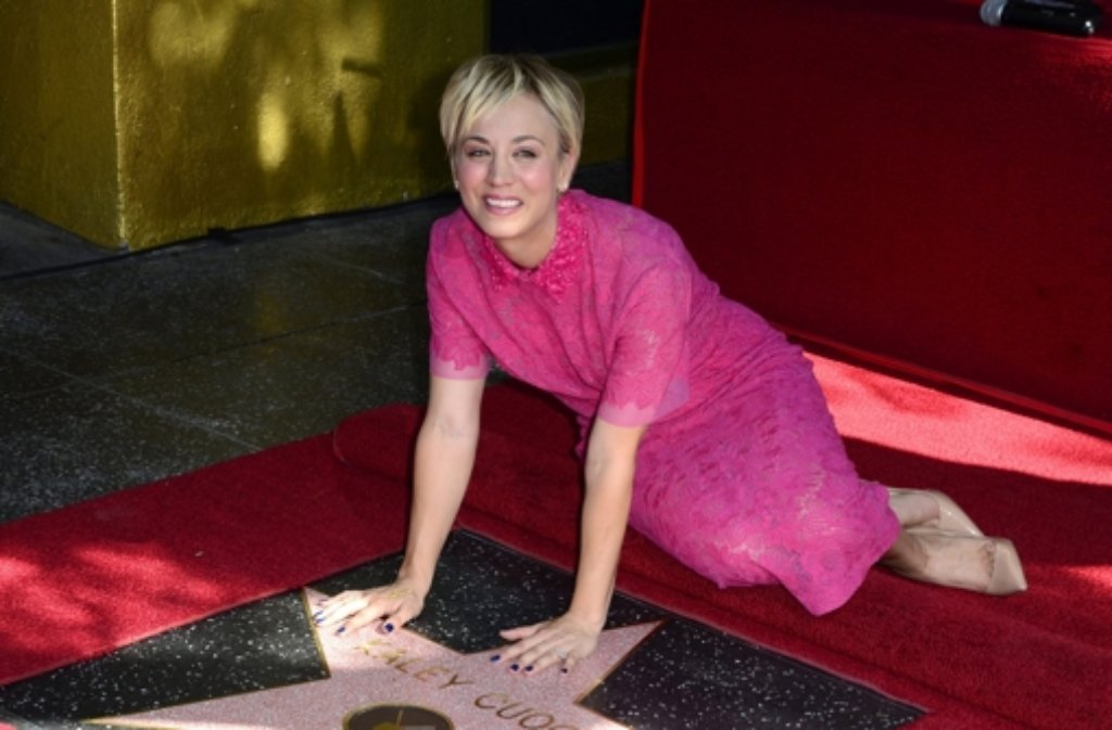 Kaley Cuoco mit ihrem Stern auf dem Hollywood Walk of Fame. Foto: dpa