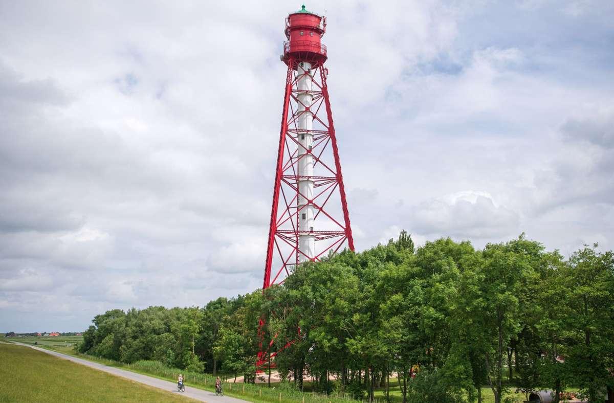 Der Campener Leuchtturm an der Ostfriesischen Küste. Deutschlands höchster Leuchtturm in Campen in Ostfriesland ist nach fast einem Jahr Generalüberholung wieder für Besucher geöffnet. Foto: Sina Schuldt/dpa