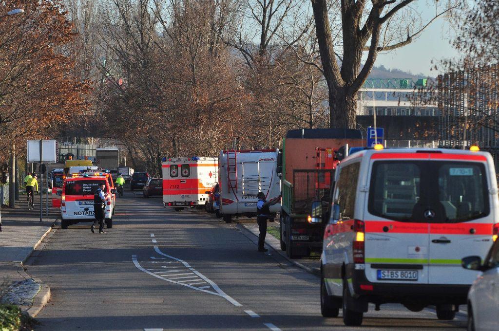 Am Sonntag war im Neckar in Untertürkheim eine Leiche entdeckt worden. Foto: Andreas Rosar Fotoagentur-Stuttgart