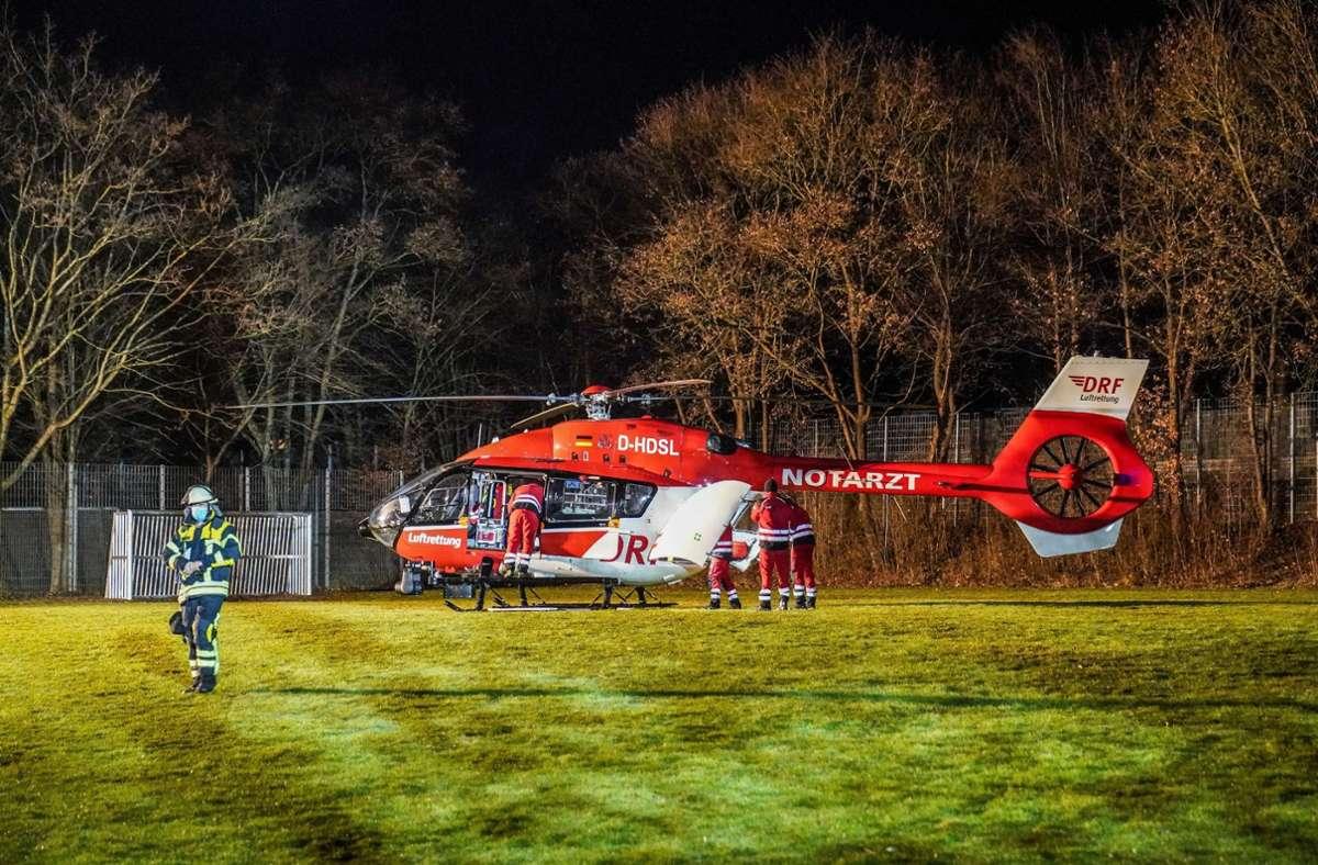 Es bestand der  Verdacht, dass der 49-Jährige heiße Gase eingeatmet hat. Deshalb wurde er  mit einem Rettungshubschrauber in eine Klinik gebracht. Foto: SDMG / Kohls