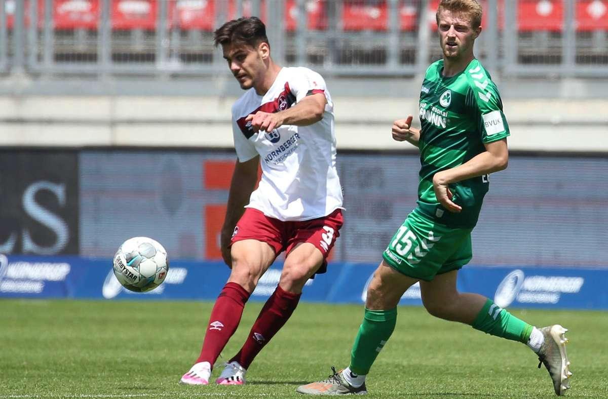 Abwehrmann Konstantinos Mavropanos (li.) kommt auf Leihbasis zum VfB Stuttgart. Foto: imago/Bernd