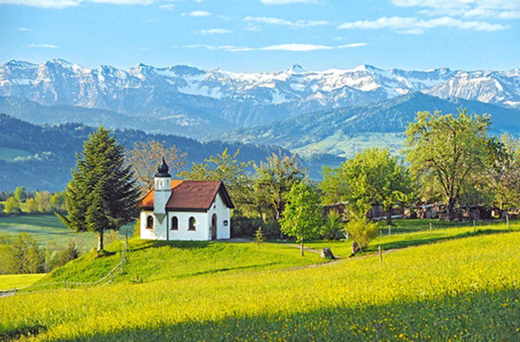 """Wanderparadies Scheidegg – Entschleunigen Sie auf den Kapellenwegen, den """"Wegen für Leib und Seele"""".  Foto: Scheidegg-Tourismus"""