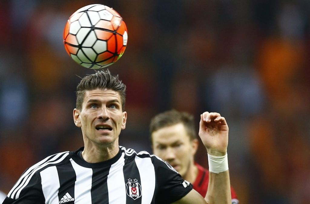 Mario Gomez ist nach drei Jahren in Italien und der Türkei zurück in der Bundesliga. Foto: dpa