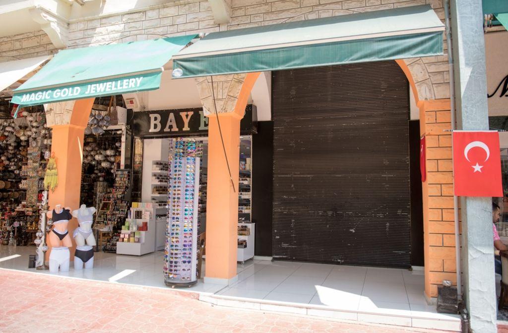 Ein leer stehendes Ladenlokal im Zentrum von Kemer – so sieht es vielerorts in den einstmals so beliebten Urlaubszentren der Türkei aus. Foto: dpa