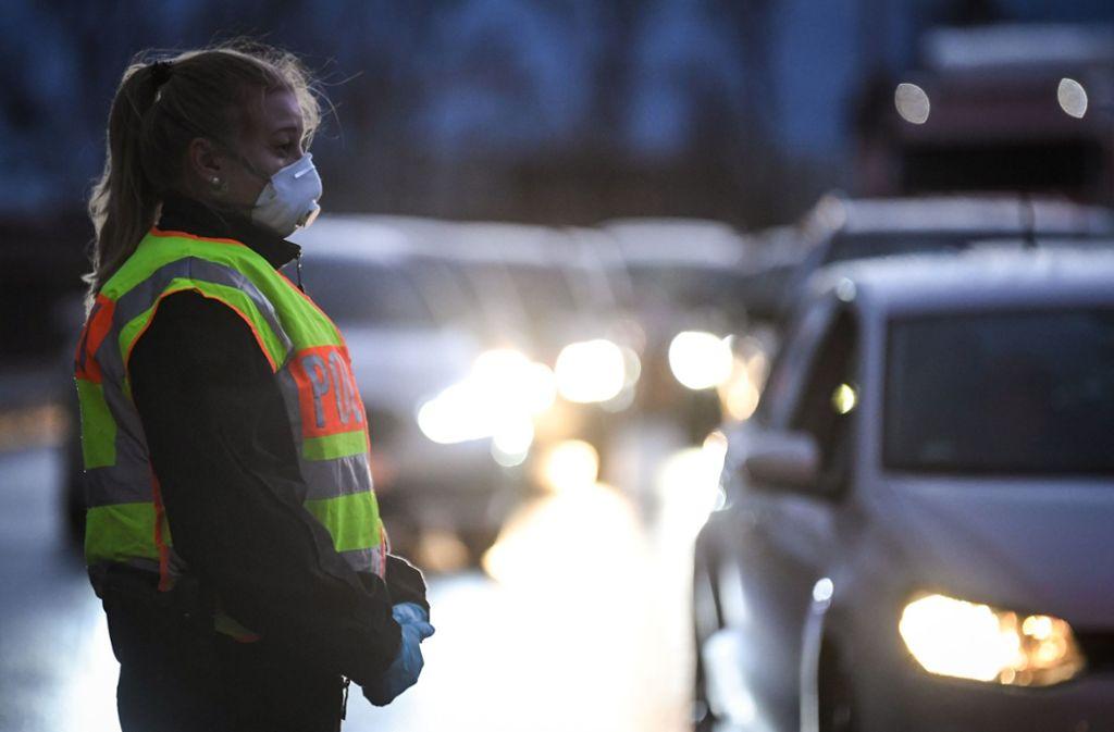 Die Forderung nach Lockerung der Grenzkontrollen zu Frankreich wird lauter. Foto: dpa/Patrick Hertzog