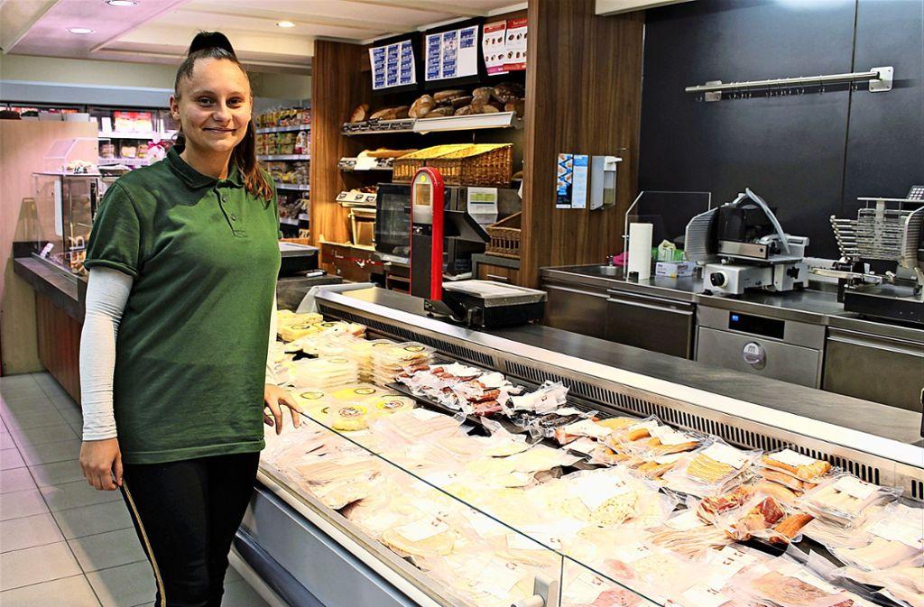 Lauretta Tafili, die Filialleiterin im Riedenberger Cap-Markt Foto: Caroline Holowiecki