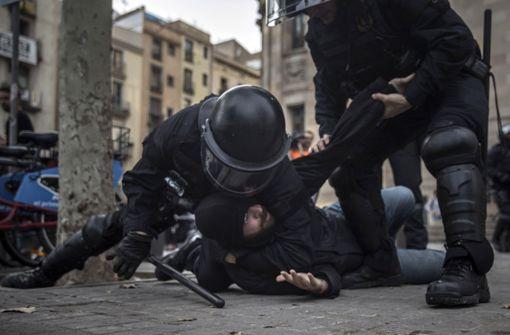 Gewalttätige Proteste gegen spanische Zentralregierung – über 60 Verletzte