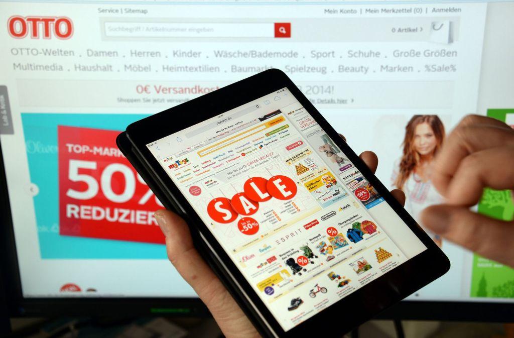 Ob am Computer, am Tablet oder übers Smartphone – der Einkauf im Internet ist sehr einfach. Foto: dpa