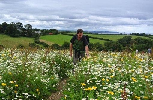 Bradley Mayhew unterwegs an Cornwalls Küsten Foto: Arte