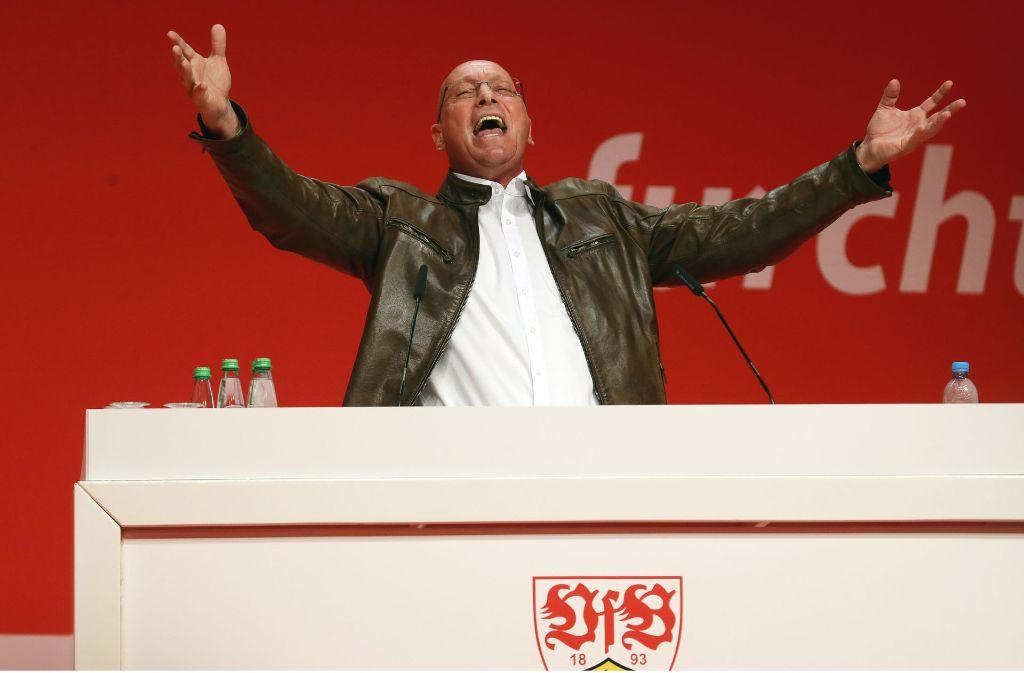 Uwe Hück bei seiner Rede auf der Mitgliederversammlung des VfB Stuttgart. Er kündigte bereits damals ein größeres Engagement von Porsche beim VfB an. Foto: Pressefoto Baumann