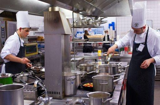 In vielen Küchen der Welt wird um die Gunst der Michelin-Sterne gebuhlt. Ein Starkoch in Amsterdam will nun alles anders machen. Foto: dpa-Zentralbild