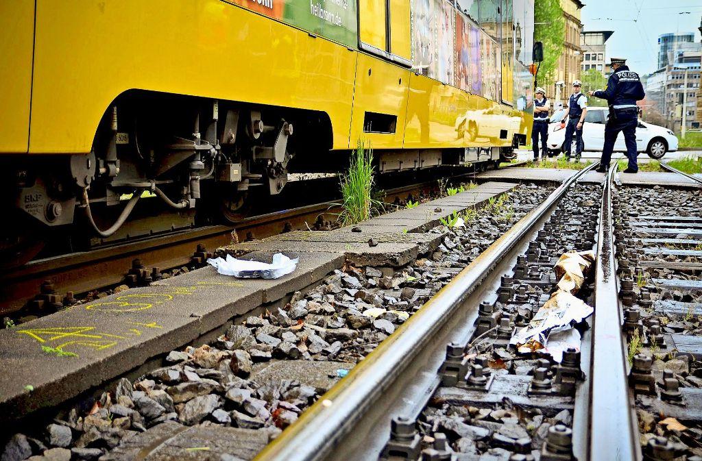 Der erste Unfalltod 2016: Fußgänger unterschätzen oft die Gefahren an Gleisüberwegen – wie hier in der Schlossstraße. Foto: 7aktuell.de/Reichert