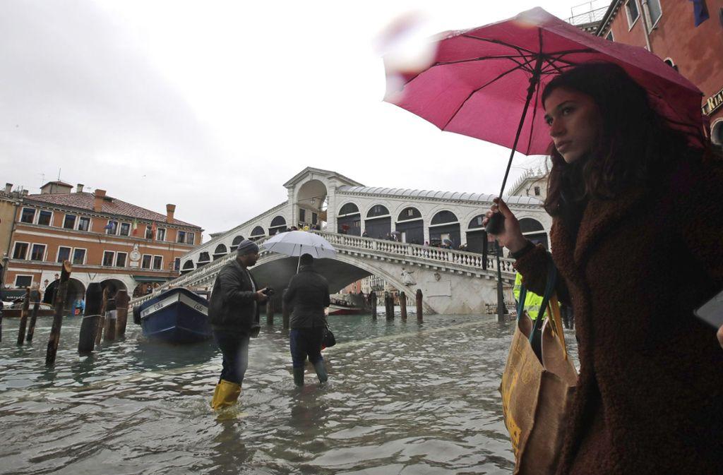 Das Hochwasser trifft Venedig in dieser Woche zum zweiten Mal. (Archivbild) Foto: dpa/Luca Bruno