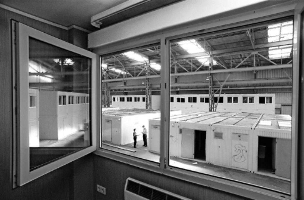 In den Neunzigern wusste die Stadt sich nicht mehr anders zu helfen, als Flüchtlinge in Containern einzuquartieren. Foto: Archiv Michael Steinert