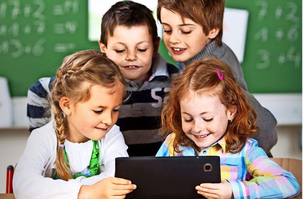 Das Ziel ist unstreitig: Die Schüler sollen früher als bisher mit der neuesten Technik vertraut gemacht werden. Foto: