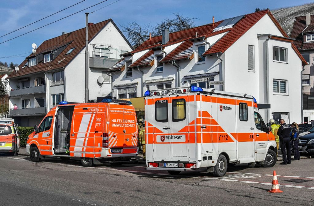 In einem Wohnhaus in Esslingen ist eine Familie ums Leben gekommen. Foto: SDMG