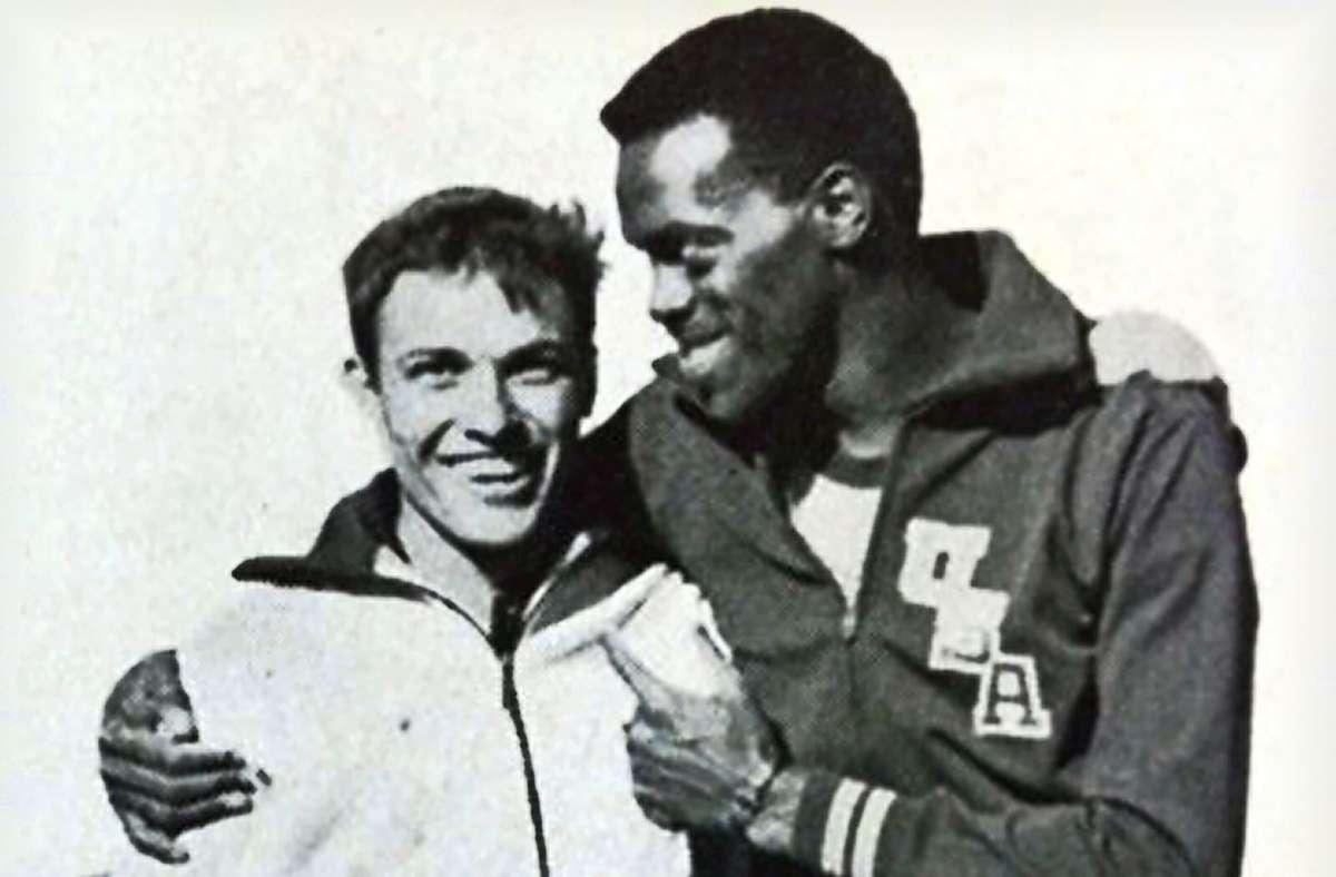 Reinhold Boschert Seite an Seite mit einem weiteren Topstar von damals – in diesem Fall der vorangegangene Weltrekordhalter und Olympiasieger Ralph Boston. Foto: privat