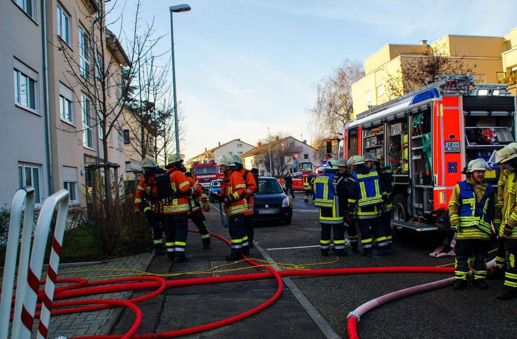 Ein Brand in einer Tiefgarage in Gerlingen fordert am Donnerstag die Feuerwehr. Foto: SDMG