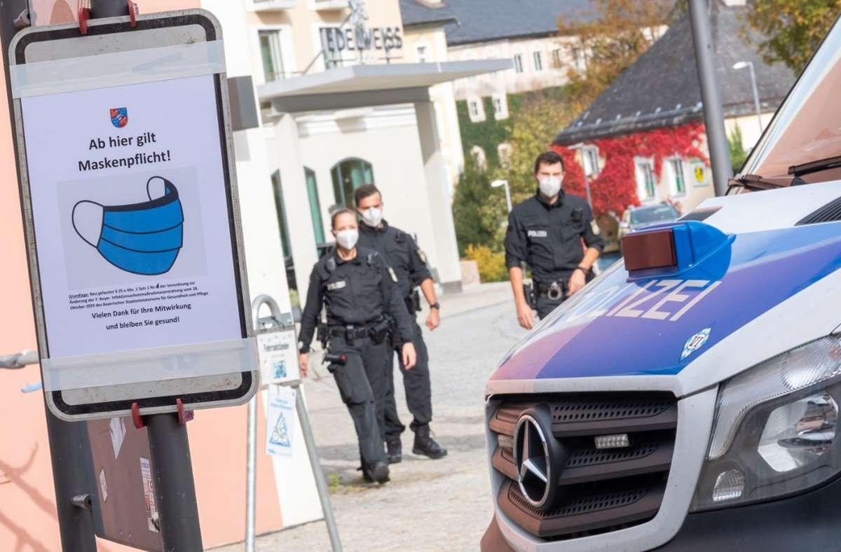 Die Polizei warnt eindringlich vor den Telefonbetrügern. (Symbolbild) Foto: dpa/Peter Kneffel